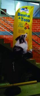 R Gráfica Curitiba - Wind Banner e Flag Banner Os Wind Banner é geralmente ultilizado em eventos ao ar livre, pois dessa maneira faz o efeito giratório na bandeira com a ação do vento dando um maior poder de divulgação.  Wind Banner é um elemento de marketing de grande formato, composto por uma estrutura em fibra e uma bandeira de tecido de dupla face.  Wind banner Personalizado com entrega rápida em Curitiba. Imprima seu Wind Banner personalizado com a melhor qualidade do mercado.